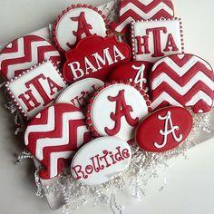 Graduate headed to Bama! Crazy Cookies, Dog Cookies, Iced Cookies, Royal Icing Cookies, Sugar Cookies, Graduation Desserts, Graduation Cupcakes, Alabama Cakes, Alabama Birthday Cakes