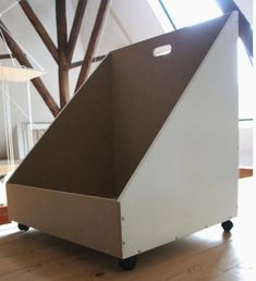 Genius idea, why have fixed storage options when you can have movable ones! More Schuine wand opberg box. Genius idea, why have fixed storage options when you can have movable ones! Attic Loft, Loft Room, Attic Rooms, Attic Spaces, Bedroom Loft, Attic Office, Eaves Storage, Loft Storage, Cheap Storage
