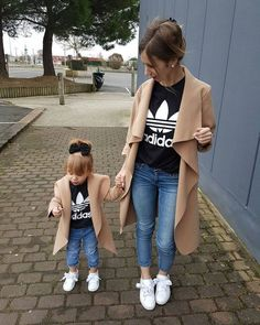 suitable look for mother and passender Look für Mutter und Tochter suitable look for mother and daughter - Mother Daughter Photos, Mother Daughter Matching Outfits, Mother Daughter Fashion, Mommy And Me Outfits, Future Daughter, Family Outfits, Girl Outfits, Mother Daughters, Cute Kids Outfits