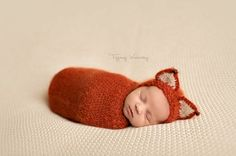 The newborn fox set is made with a very soft brushed mohair yarn.The wrap is loose knit, making it very suitable for some peek a boo photography
