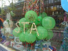 STA design baby, kinderkleding en schoenen Springsnow etalage @ Czaar Peterstraat 114 Amsterdam