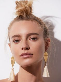 Warm weather honeymoon? Loving this natural look and these Fabulous earrings!