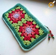 Crochet granny square bag pencil cases 60 New Ideas Sac Granny Square, Point Granny Au Crochet, Crochet Squares, Granny Squares, Granny Granny, Crochet Blocks, Crochet Pouch, Crochet Purses, Crochet Gifts