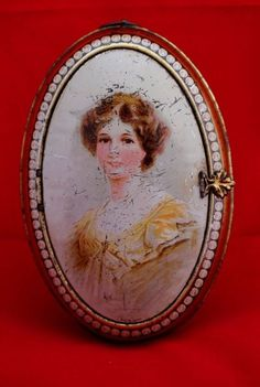RARE HUNTLEY PALMER  OVAL TIN WITH PORTRAIT  OF LOVELY LADY
