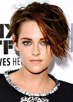 Kristen Stewart http://en.louloumagazine.com/beauty/hairstyles/hairstyle-trends-short-hair/ / http://fr.louloumagazine.com/beaute/cheveux/coiffures-tendance-cheveux-courts/