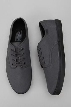 Vans Madero Canvas Sneaker Awe these remind me of my friend Gavin he always talked about getting gray vans man this brings back good memory's Nike Outfits, Vans Shoes, Shoes Sneakers, Tenis Vans, Urban Outfitters, Xmax, Fashion Shoes, Mens Fashion, Canvas Sneakers