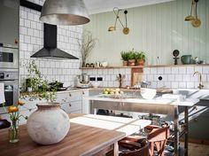 Post: Una cocina nórdica muy fresca --> blog decoración nórdica, cocina comedor, cocina grande, cocina gris, cocina madera, cocina nórdica, estilismo cocina, tendencia 2017 verde, verde en la cocina