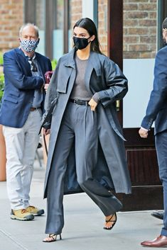 Kendall Jenner Video, Kendall Jenner Body, Kendall Jenner Outfits, Kylie, Kardashian, Bella Hadid Outfits, Neutral, Retro Outfits, Minimal Fashion