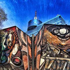 """#Museo Alberga el mural más grande del mundo: """"La marcha de la Humanidad"""". Es un rastro de vida en una ciudad tan vacía."""
