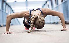 Für einen flachen Bauch & straffe Beine: 5 unterschätzte Fitnessübungen, die jede Frau kennen sollte