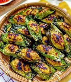 Resep Pepes Ayam Healthy Vegetable Recipes, Healthy Meals For One, Good Healthy Recipes, Healthy Chicken Recipes, Cooking Recipes, Malay Food, Prawn Recipes, Food Combining, Cafe Food
