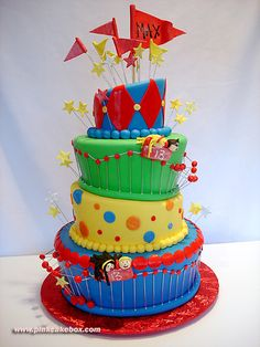 I love the bright colors and the angles of this cake. I used to decorate cakes but we never did anything fun like this!