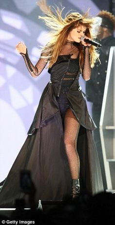 Selena Gomez Tour, Selena Gomez Concert, Selena Gomez Cute, Selena Gomez Photos, Selena And Taylor, Selena Homez, Summer Outfits For Teens, Marie Gomez, Stage Outfits