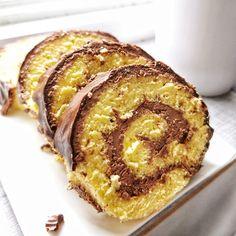 Piskótarolád doboskrémmel (cukormentes)-csokit- karob porral helyettesítem!!!!!!!!!! Breakfast Recipes, Dessert Recipes, Desserts, Hungarian Cake, Eat Pray Love, Ice Cream Recipes, Cake Cookies, Muffin, Food And Drink