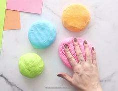 Make this super soft, no cook, cloud dough recipe! Only 2 main ingredients are needed - cornstarch and lotion. This homemade dough is really easy to make! Diy Crafts For Girls, Craft Projects For Kids, Craft Activities For Kids, Crafts To Do, Preschool Crafts, Indoor Activities, Family Activities, Sensory Activities, Summer Activities