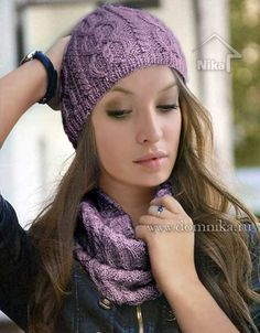 Сиреневая вязаная шапка и снуд