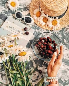 A glimp of my mess☆ Picnic Photography, Flat Lay Photography, Summer Photography, Breakfast Photography, Picnic Date, Summer Picnic, Summer Fruit, Summer Flatlay, Flatlay Styling