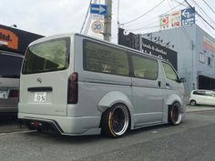 Custom Vans, Custom Bikes, Nissan Elgrand, Gmc Safari, Big Boyz, Toyota Hiace, Van Life, Cars And Motorcycles, Cool Cars