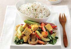 Sauté de tofu et de légumes aux arachides Stir Fry Recipes, Veggie Recipes, Vegetarian Recipes, Healthy Recipes, Veggie Food, Tempeh, Edamame, Food Porn, Veggies