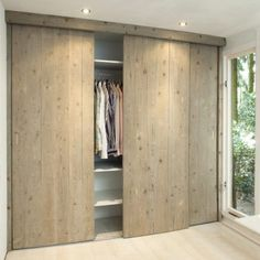 I love the cupboard doors, sliding doors save space and these look nice Bedroom Wardrobe, Home Bedroom, Modern Bedroom, Sliding Wardrobe Doors, Sliding Doors, Modern Closet Doors, Diy Closet Doors, Bedroom Cupboards, Cupboard Doors