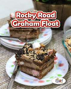 Beat the heat with a simple yet mouthwatering dessert, Rocky Road Graham Float Recipe. This dessert feels like you've got heaven in your mouth. Filipino Desserts, Filipino Food, Filipino Recipes, Graham Cake, Rocky Road Cake, Choco Loco, Icebox Cake Recipes, Chocolate Covered Almonds, Choco Chips