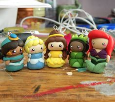 So cute..Want to make a charm bracelet for Ri bug.