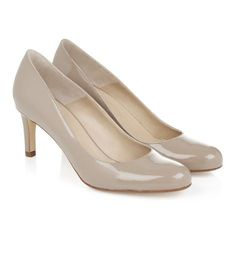 Hobbs - Lizzie Court - great basic court shoe for work. Lots of places do them. Can't recall if you already have some or not? Anniversary Outfit, Hobbs, Court Shoes, Shoes Outlet, Wedding Bridesmaids, Kitten Heels, Pumps, Cream, Shoe Bag