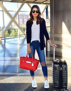 """Airport look - casual and comfy with a touch of color (love my swagger bag) ---------- - ✈️Aerolook - casual e comfy com toque de cor na bolsa,…"" - 2019 Moda Outfits, Chic Outfits, Fall Outfits, Fashion Outfits, Sneakers Fashion, Sunday Outfits, Dressy Outfits, Look Fashion, Trendy Fashion"