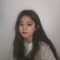 Xuyên suốt là những câu chuyện đậm chất máu chó và hư cấu, ngôn từ cũ… #lãngmạn # Lãng Mạn # amreading # books # wattpad Pretty Korean Girls, Cute Korean Girl, Pretty Asian, Mode Ulzzang, Ulzzang Korean Girl, Ulzzang Couple, Girl Korea, Asia Girl, Selfie Foto