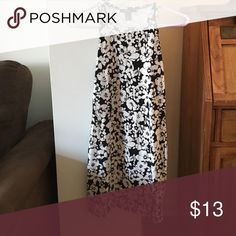 Black Friday sale! floral bodycon dress Forever 21 black and white floral bodycon dress-- very cute and fitted! Forever 21 Dresses