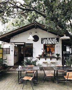 super ideas for exterior house materials patio super ideas for exterior house materials patio The post super ideas for exterior house materials patio appeared first on Etta Ward. Design Room, Roof Design, Cafe Shop Design, Cafe Interior Design, Small Coffee Shop, Coffee Store, Small Restaurant Design, Small Cafe Design, Deco Cafe