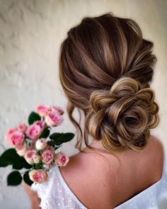 Timeless Classic Wedding Hairstyles ★ classic wedding hairstyles low updo textured in flower form samirasjewelry Wedding Hairstyles For Women, Formal Hairstyles For Long Hair, Bride Hairstyles, Classic Hairstyles, Beautiful Hairstyles, Hairstyle Ideas, Hair Ideas, Hair Up Styles, Medium Hair Styles