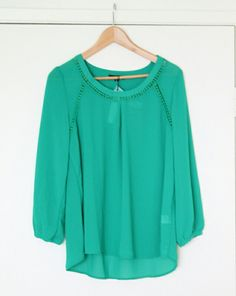 Does this come in any other colors? I already have two green tops.