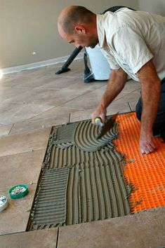 4 Steps to a Reliable and Efficient Tile Installation - DIY Home Improvement - Baileylineroad Installing Tile Floor, Tile Floor Diy, Ceramic Floor Tiles, Modern Flooring, Diy Flooring, Flooring Ideas, Basement Flooring, How To Lay Tile, How To Install Tile