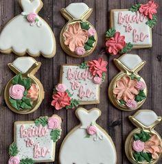 Wedding Dress Cookies, Wedding Shower Cookies, Baby Shower Cookies, Wedding Favours, Chic Bridal Showers, Bridal Shower Signs, Sugar Cookie Royal Icing, Sugar Cookies, Cake Blog