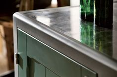 Closer look at the metallic edges of the stylish countertops - Decoist