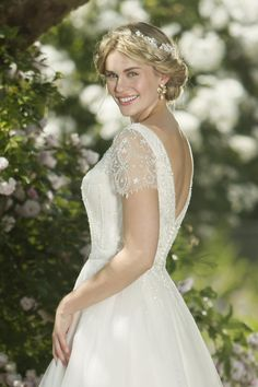 SARA 263 by True Bride beautiful, chic and on-trend style, this tulle tea length wedding gown vintage-inspired beading. Belle Wedding Dresses, Vintage Style Wedding Dresses, Vintage Bridal, Designer Wedding Dresses, Bridal Dresses, Bridesmaid Dresses, True Bride, Tea Length Wedding Dress, Carlisle