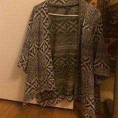 Forever 21 Aztec cardigan Black and gray Aztec printed cardigan with pockets!! Worn approximately once. Forever 21 Sweaters Cardigans