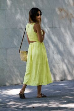 SOME COLORS LOOKS BETTER IN SUMMER Wellness, Summer Dresses, Fashion, Summer Outfit, Yellow, Seasons, Brunettes, Colors, Clothes