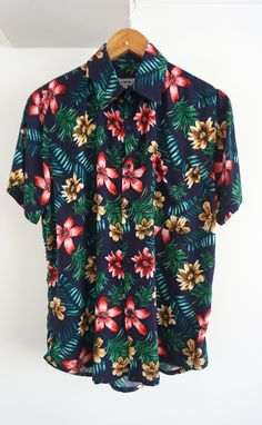O'Carioca Lanai Short Sleeve Button Up Shirt with a relaxed fit. Cute Casual Outfits, Stylish Outfits, Casual Shirts, Button Up Shirt Mens, Short Sleeve Button Up, Camisa Vintage, Camisa Floral, Floral Print Shirt, Pretty Shirts