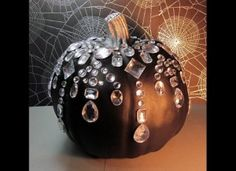 This year's Halloween pumpkin idea! A little bling for Halloween! Halloween Pumpkins, Halloween Crafts, Halloween Party, Fall Pumpkins, Chic Halloween, Halloween Weddings, Halloween Clothes, Halloween 2019, Costume Halloween
