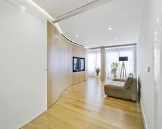 Los propietarios de este piso contactaron con Laura Ortín Arquitectura para que sacara el mejor partido posible a los 95 m² del piso y a sus luminosos interiores Divider, Stairs, Interior Design, Room, Furniture, Alba, Murcia, Home Decor, Apartments