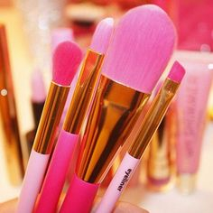 Pink brushes ... What could be better?