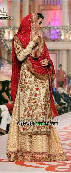Pakistani bridal dress in Alistani bridal couture week Pakistani Wedding Dresses, Pakistani Outfits, Indian Dresses, Indian Outfits, Moda Indiana, Look Short, Desi Clothes, Traditional Fashion, Sari