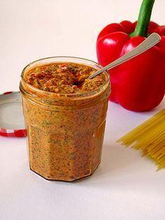 Paprika - Pesto (Rezept mit Bild) von leolinchen | http://Chefkoch.de (Mandeln oder Macadamia)