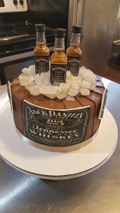tarta cubitera con 3 botellas de whisky Jack Daniels Pinteres