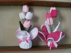 Peso de Porta 4                                                                                                                                                                                 Mais Cloth Flowers, Satin Flowers, Diy Flowers, Fabric Flowers, Paper Flowers, Diy And Crafts, Arts And Crafts, Paper Crafts, Birthday Souvenir