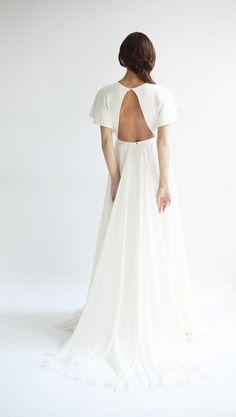 Leanne Marshall Spring 2019 Bridal Collection #flowyweddingdresses #voluminousweddinggowns #2019weddingdresstrends #2019bridalcollections