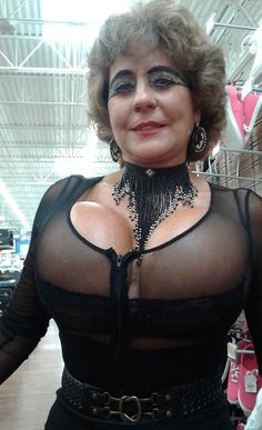 People Of Walmart - Page 6 of 2730 - Funny Pictures of People Shopping at Walmart Floor Show, Funny People Pictures, People Of Walmart, People Shopping, Just Love, Black Friday, Desi, The Incredibles, Judith Sheindlin