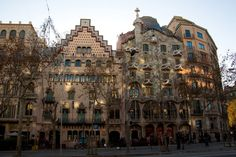 Ruta del Modernisme - For those who enjoy architectural walks. It's an itinerary that takes you through the Barcelona of Gaudí, Domènech i Montaner and Puig i Cadafalch – the architects who contributed to making Barcelona the world capital of modernism. Accommodation: http://www.roomyeti.com/rentals/spain/barcelona/barcelona/
